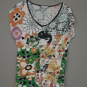CAbi printed V neck tee size small